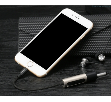 Lightning to 3.5mm adapter with charging port
